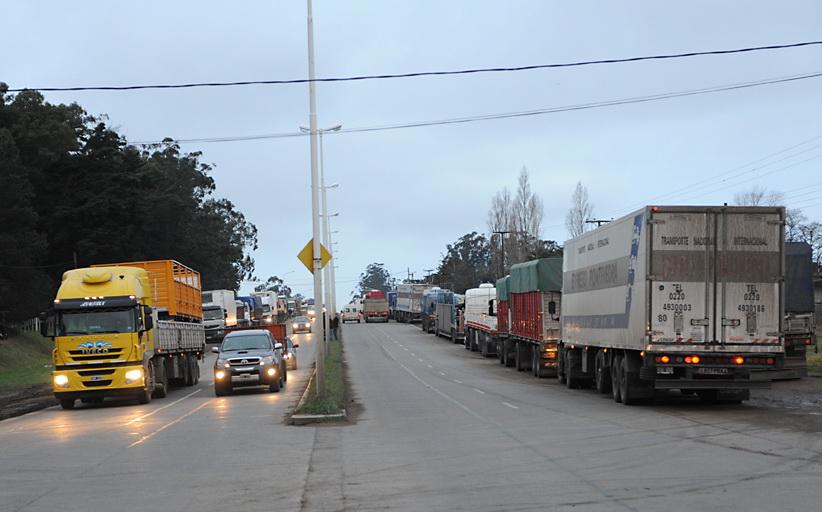 Camiones_parados_en_Balcarce