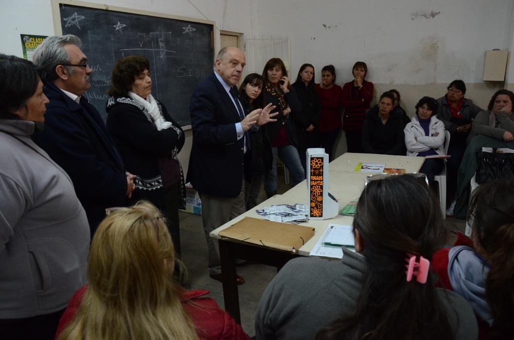 Fotos_MGP_-_Salud-Desarrollo_Social_-_Reuniuon_con_mazaneras_en_el_barrio_Termas_Huinco