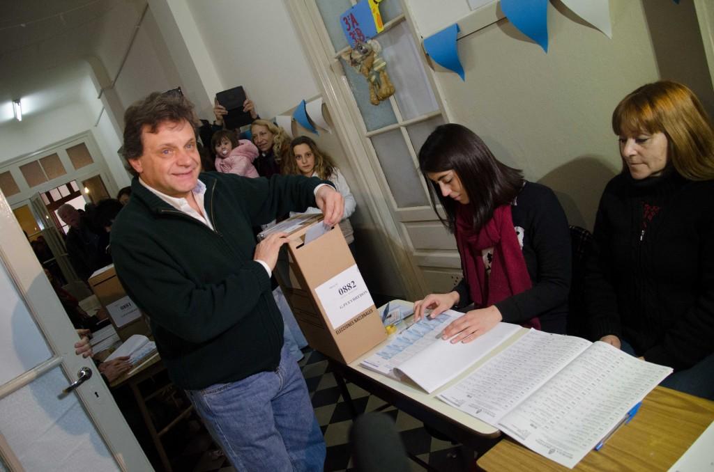 Prensa_AM_-_PASO_-_Voto_Gustavo_Pulti_1