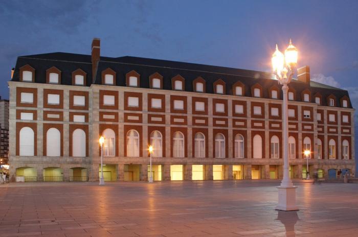 El Teatro Auditorium de Mar del Plata recibió una placa en la que se destaca el nivel de accesibilidad para personas con discapacidad temporaria o permanente y adultos mayores