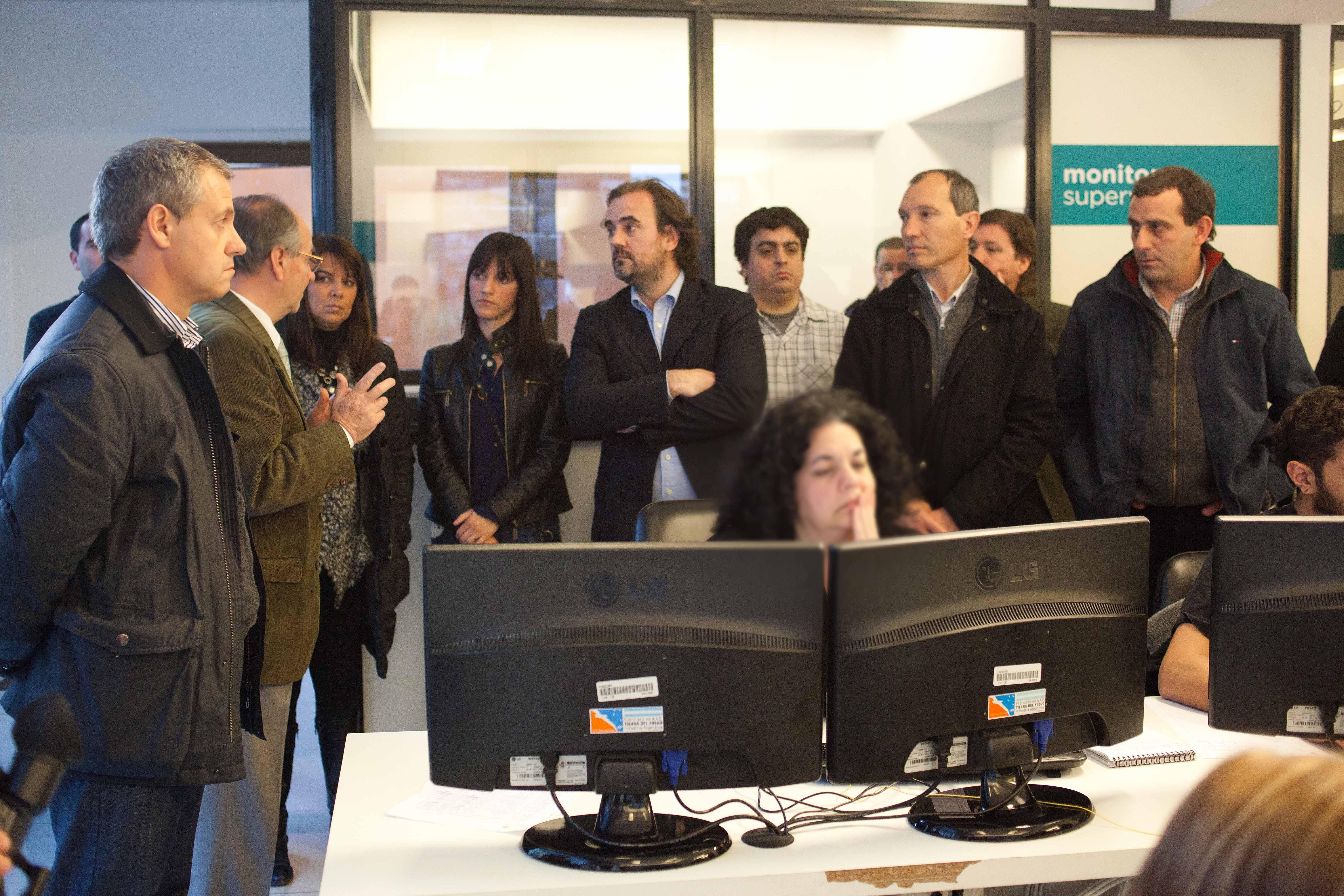 Foto MGP -  Centro Municipal de Monitoreo - visita fiscales y oposición - Artime Ventimiglia