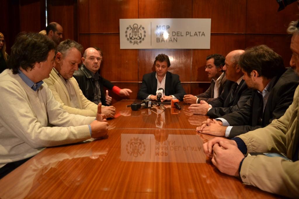 Foto_MGP_-_Firma_acuerdo_Productores_Teatrales_para_descuento_con_Marplatenses_y_Batanenses
