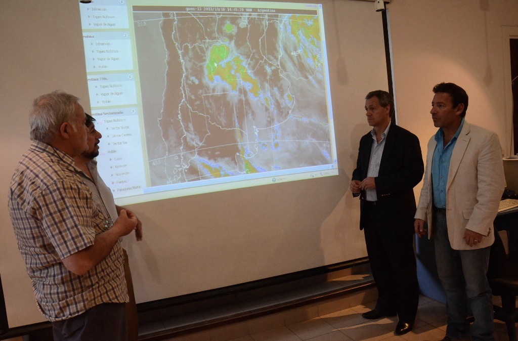Foto MGP - Consejo Municipal de Contingencias Climáticas - Viera - Mazza - Artime - Merlo - Observando mapa