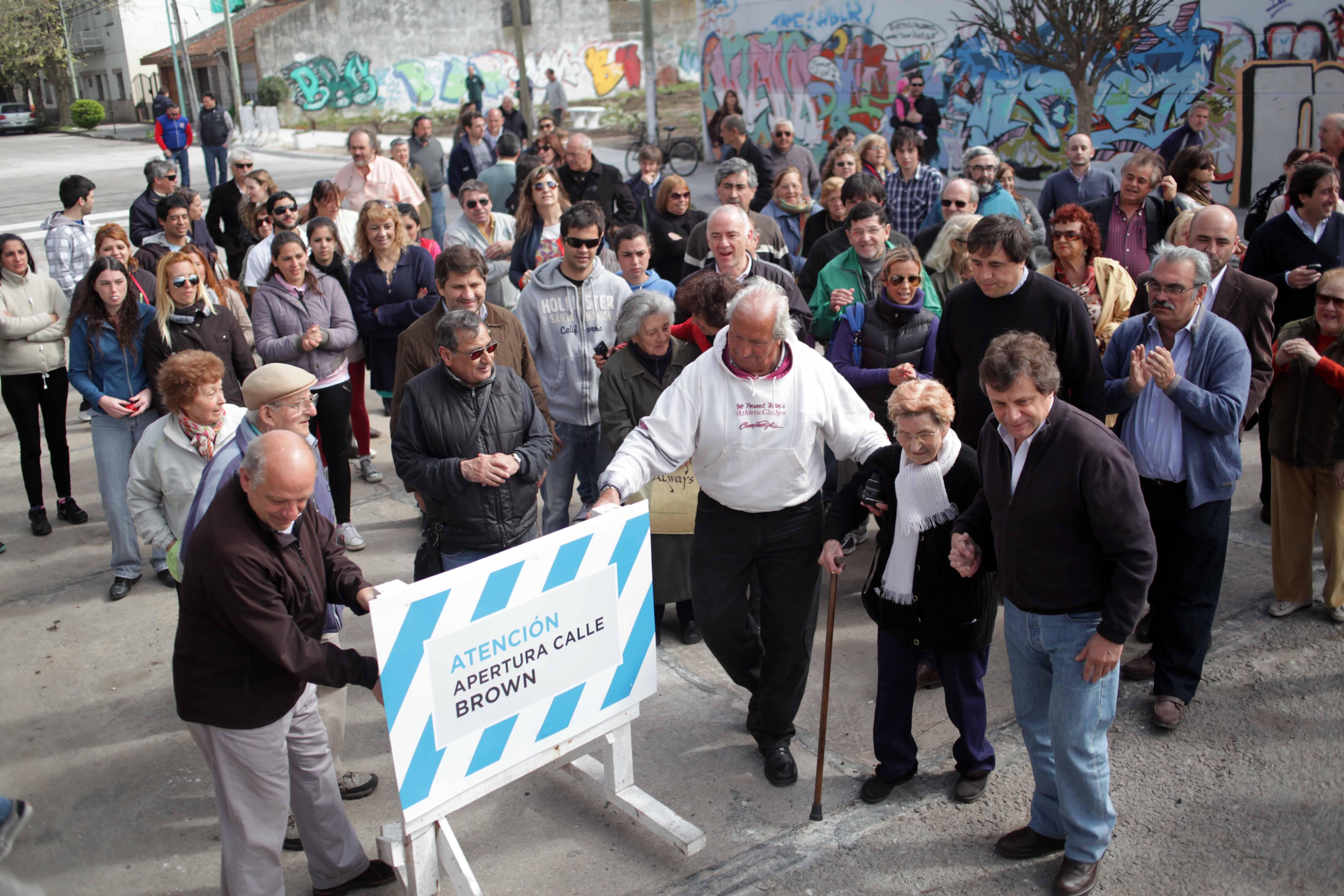Foto MGP - EMVIAL - Apertura de calles Ferrocarril Brown