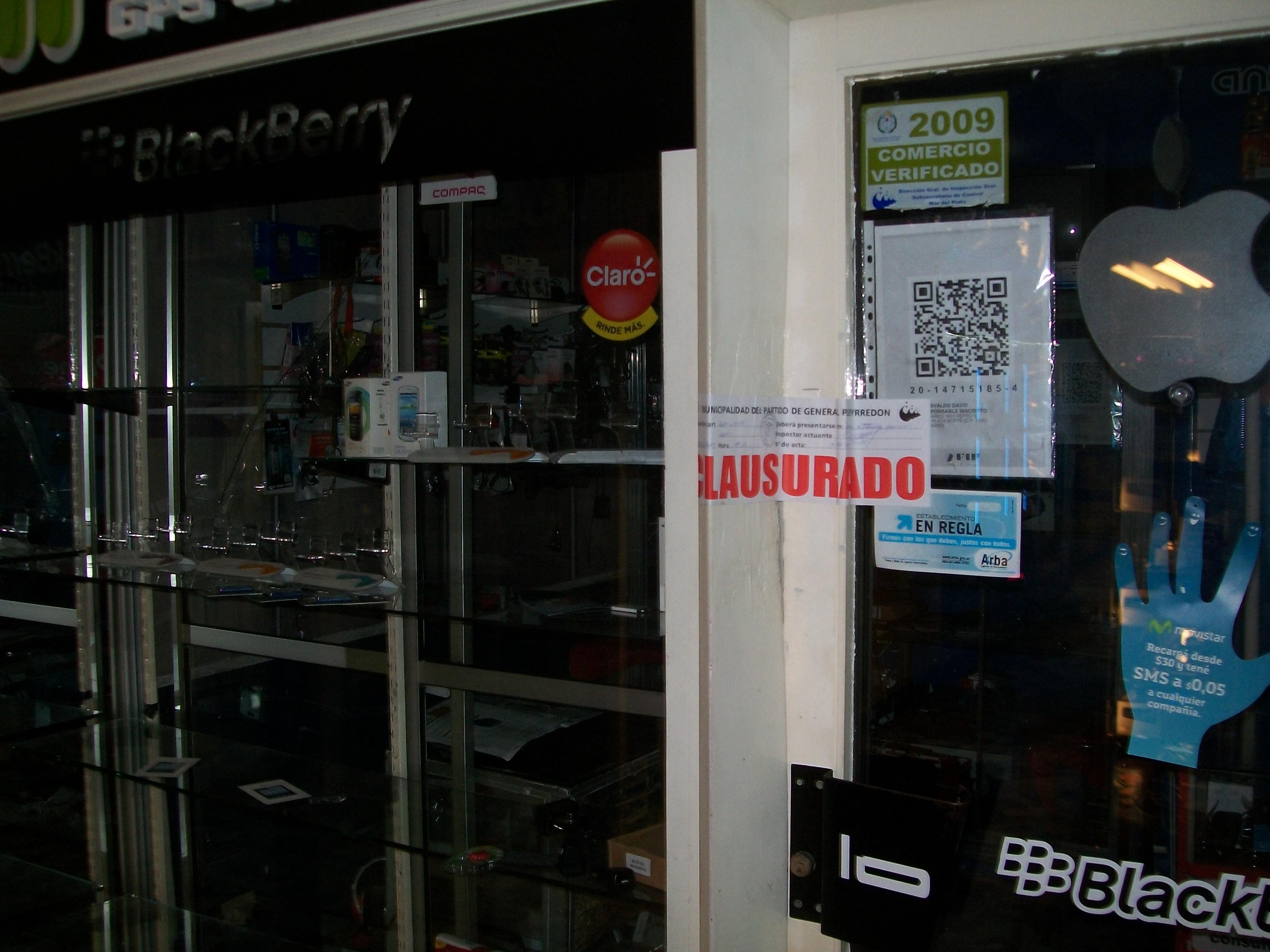 Fotos MGP - Control - Clausuran local comercial de la galeria 2001 - 1