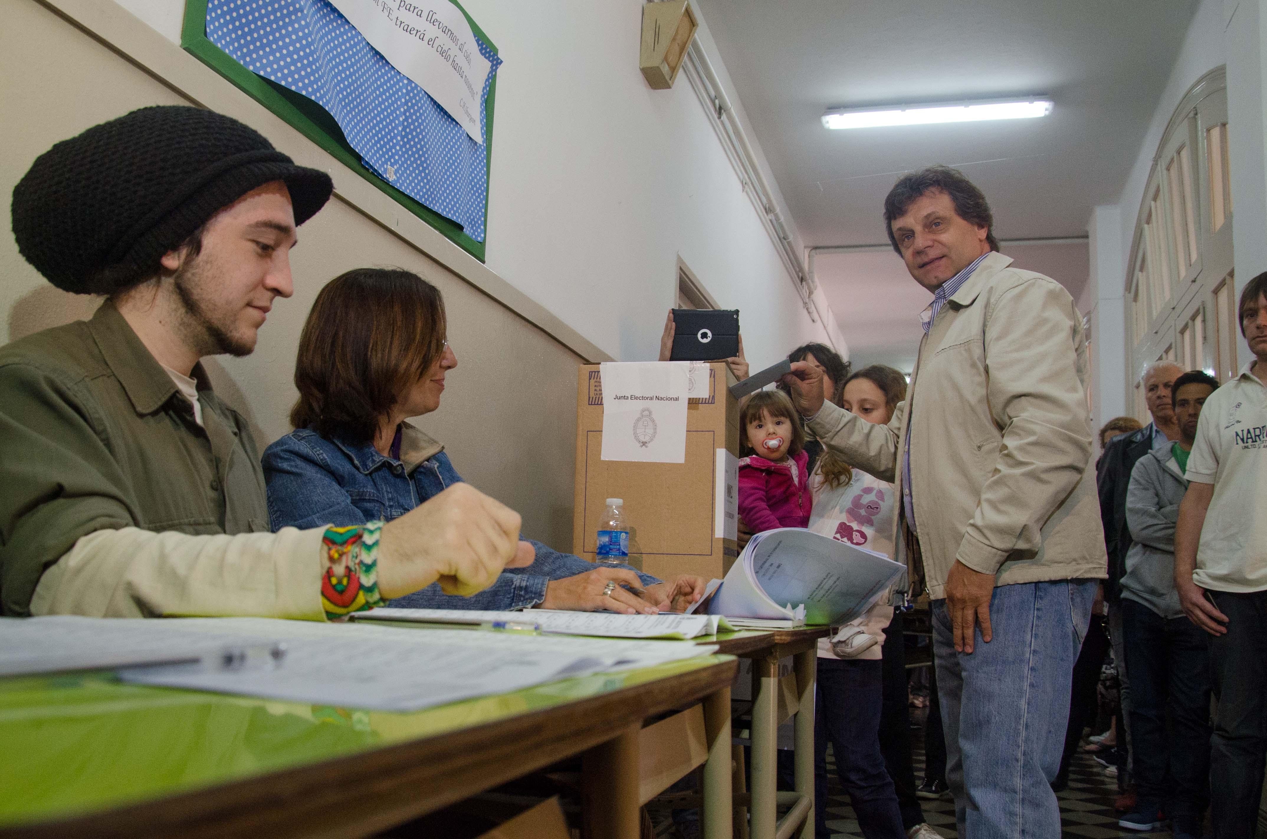 PRENSA AM - Elecciones 2013 - Voto Gustavo Pulti