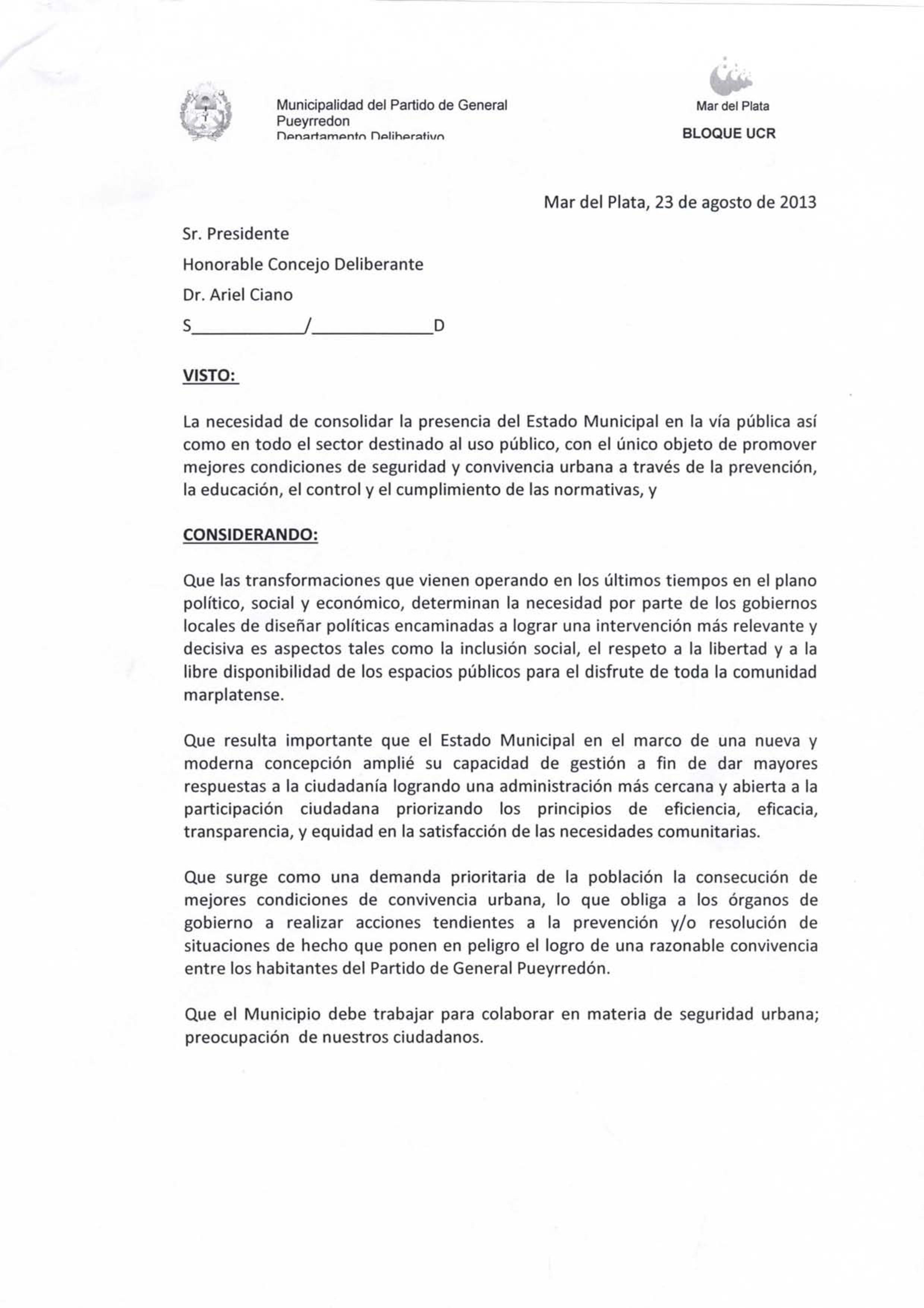 ¿Copia y pega? Facsímil de los dos proyectos,a los cuales se refiere Debora Marrero y denuncia una copia burda presentada como proyecto propio de Baragiola, con el sello del bloque de la UCR, sobre medidas de seguridad, extraído de la Municipalidad de Rosario.