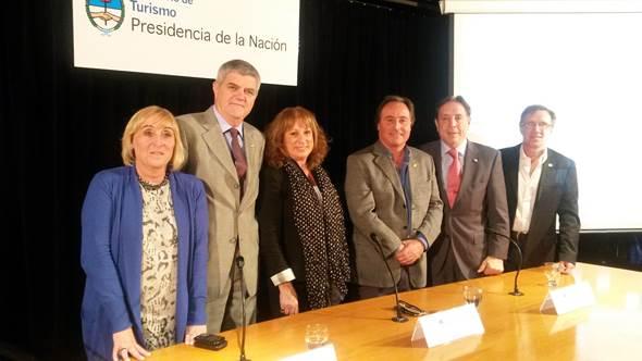 De izquierda a derecha, Silvia Cerchiara (gerente AEHG MdP)  Roberto Brunello, Patricia  Vismara, Eduardo Palena, Oscar Ghezzi y Carlos  Francano (directivo AEHG MdP).