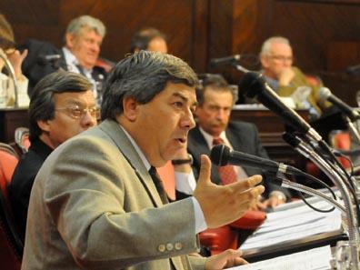 Carlos Fernandez en el senado