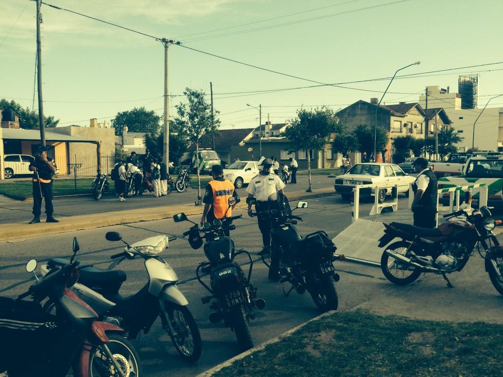 Fotos MGP - Seguridad - Operativo de control de motos en Arturo Allio y 25 de Mayo