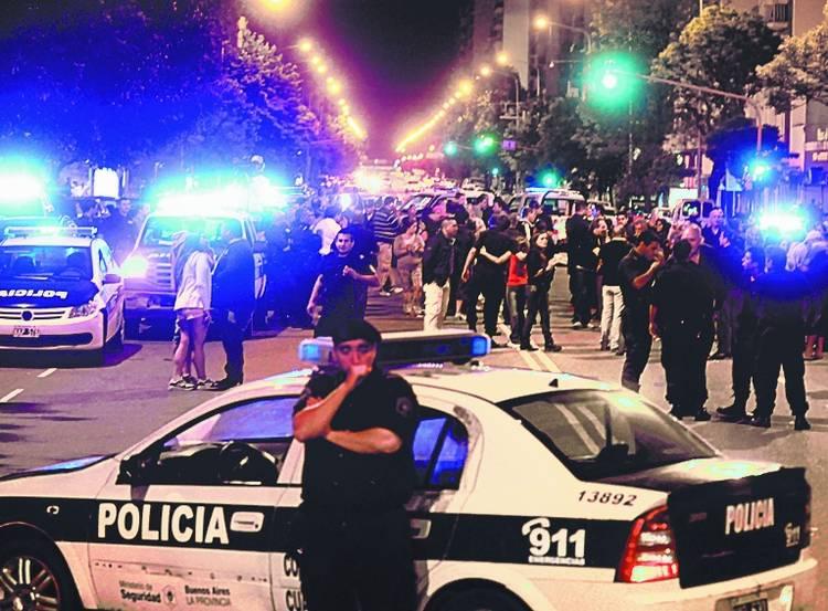 guardia-Policias-protestan-comisaria-marplatenseFGASTIARENA_CLAIMA20131209_0063_14