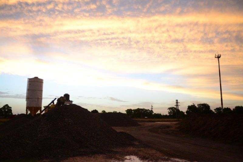 Mun. Maipu - SIP Parque Industrial - Atardecer con industria hormigonera