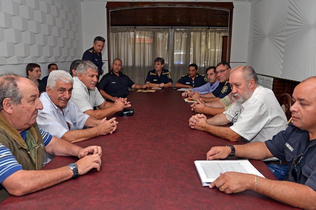 Foto MGP - Seguridad - reuni+¦n de Alveolite - taxistas con jefes polic+¡a