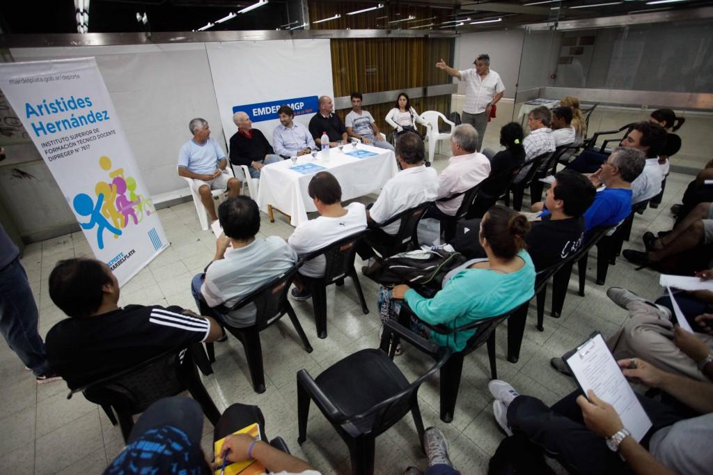 Fotos MGP - Deporte - Inicio curso de tecnicos de futbol barrial 1