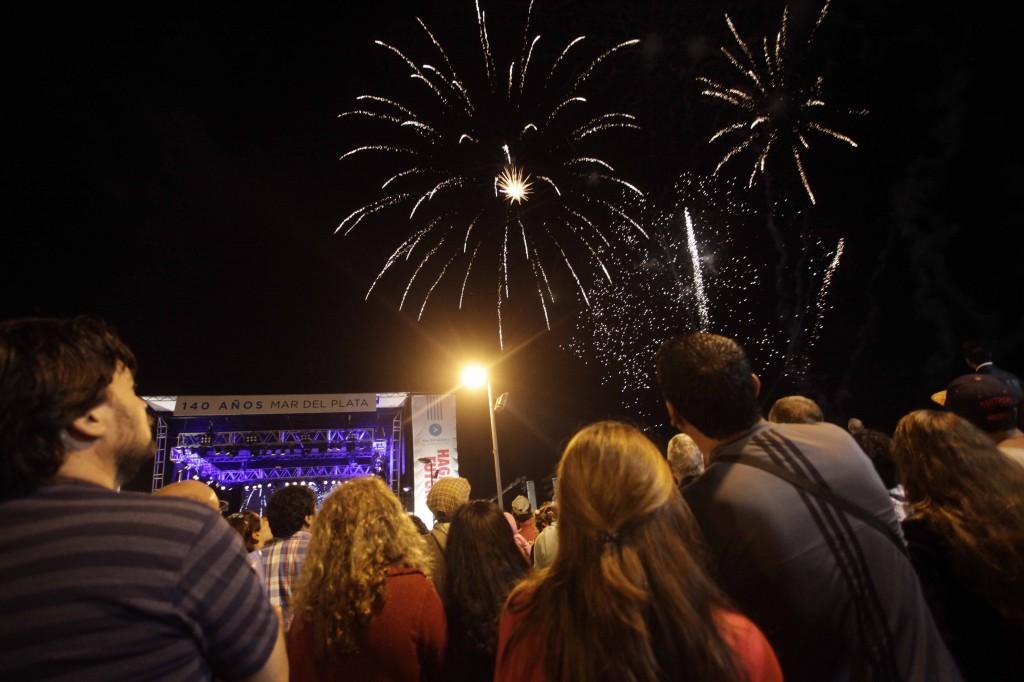 Fotos MGP - Festejos 140 a+¦os de Mar del Plata en Playa Varese 2