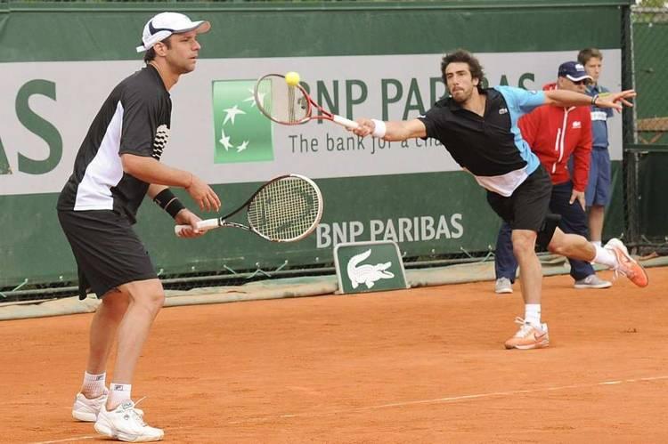 Zeballos-Cuevas-Roland-Garros-EFE_CLAIMA20130604_0104_14