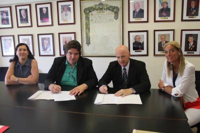 Firma de convenio en la Universidad FASTA