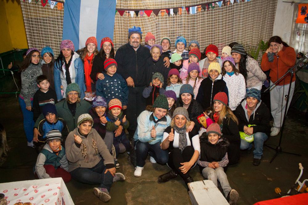 Foto MGP - Punto de Encuentro Las Canteras - integrantes junto al coordinador Gastón Herrera