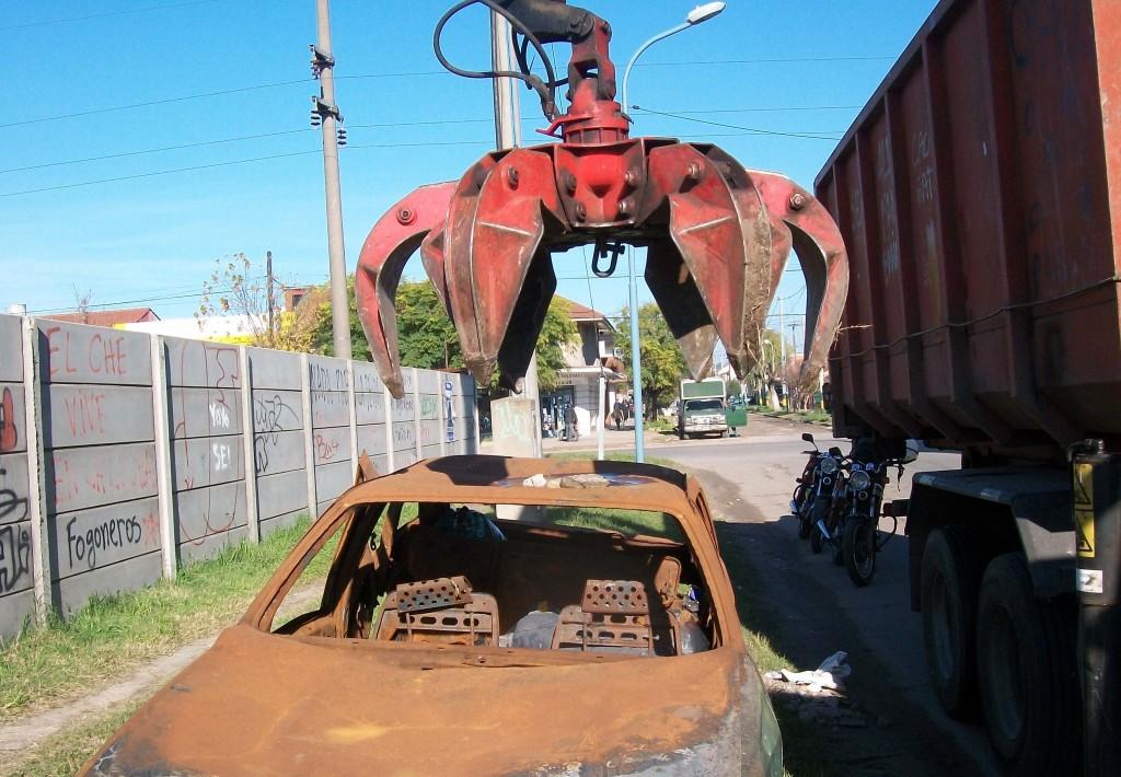 Fotos MGP - Inspeccion General - Retiro de autos abandonados en la via publica 1