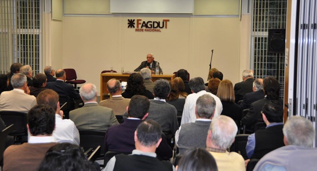 Reunión de docentes en FAGDUT