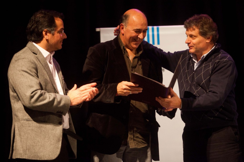 Foto MGP - Cultura - Asunción de Juan Rey - Rey recibiendo el Decreto que lo pone en funciones