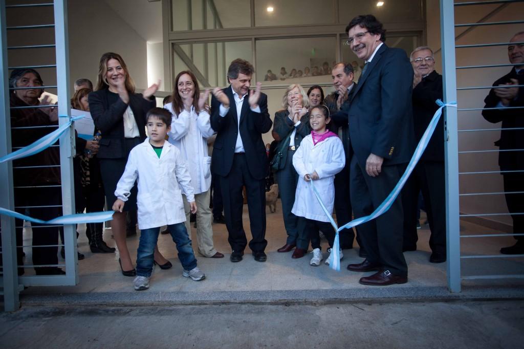 Foto MGP - Educación - Inauguración Escuela Nº 79 Barrio Dos de Abril - corte de cinta