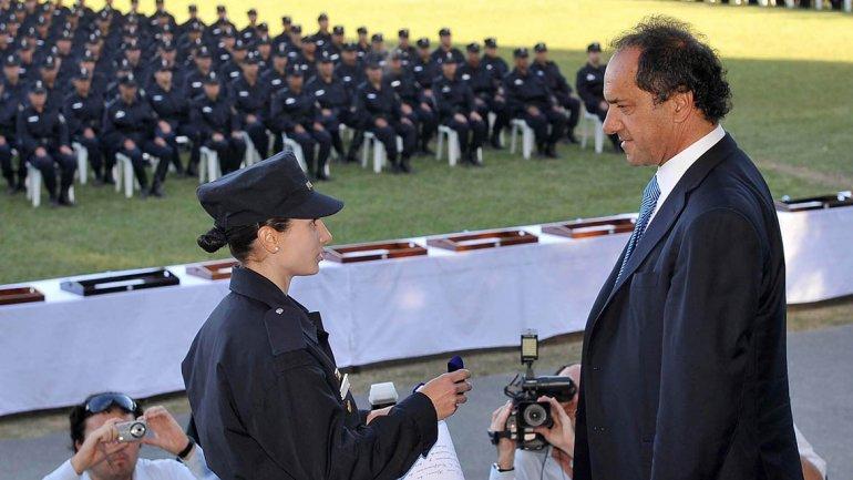 ... encabezó el egreso de 10.000 policías bonaerenses | mdphoy.com