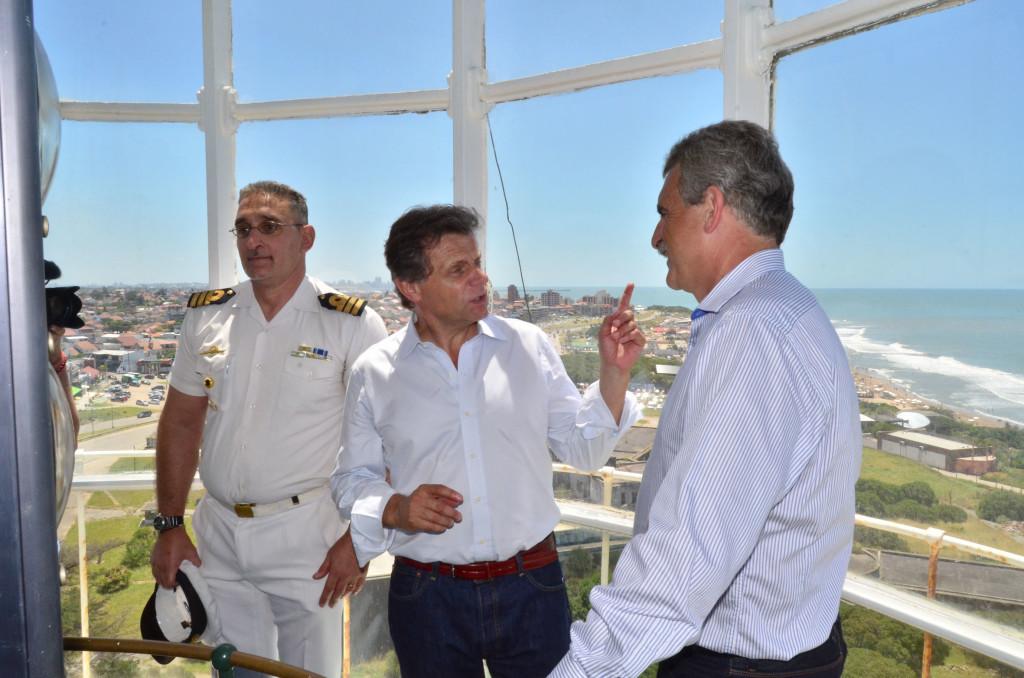 Fotos MGP - El intendente Pulti y el ministro Rossi señalizaron el Faro como un sitio de interés cultural de la humanidad (2)