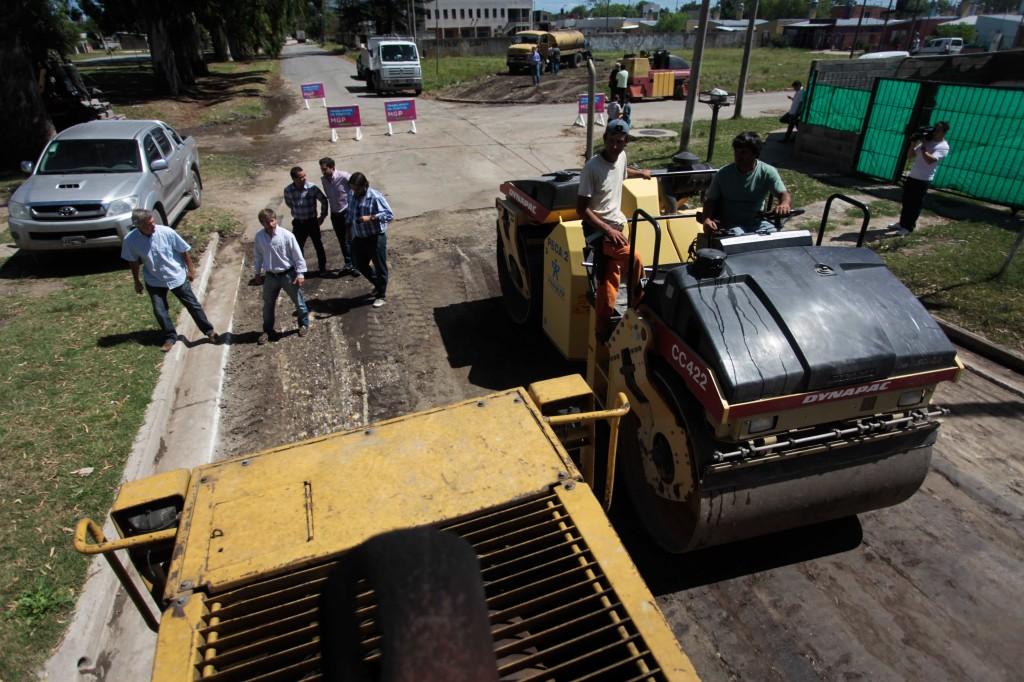 Fotos MGP - Vialidad Municipal supervisó obra de pavimentación en el barrio Don Emilio (2)