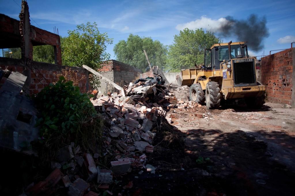 Foto MGP - Seguridad - Control - Demolición de aguantadero en Ayacucho al 8900