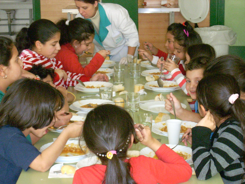 Proveedores de comedores escolares exigen un incremento for Ayudas para comedor escolar