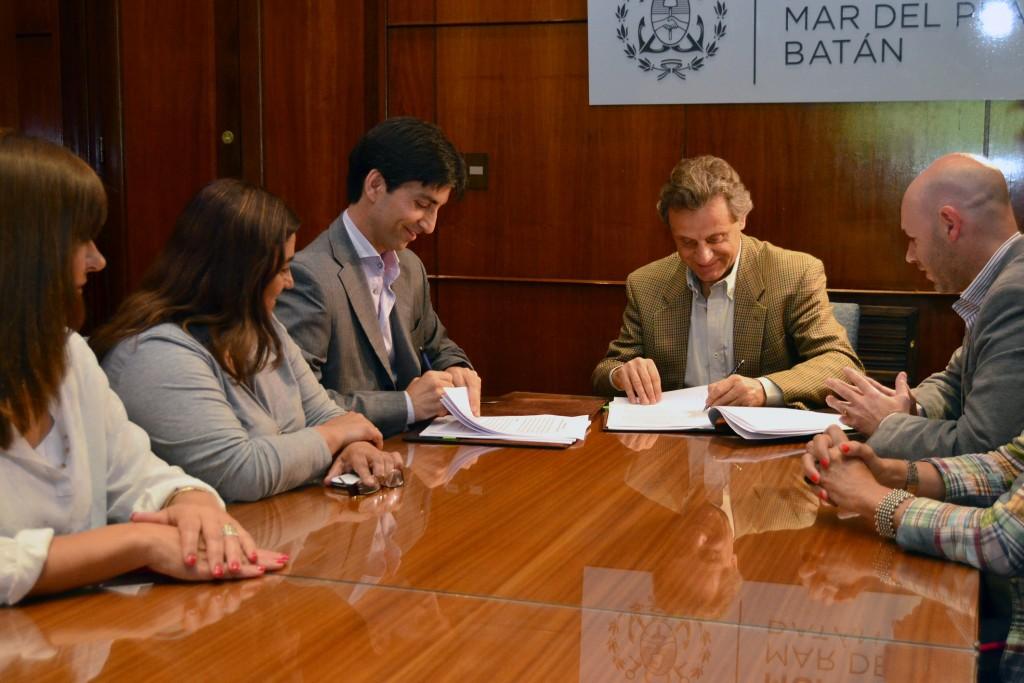 Fotos MGP - Pulti firmo un acuerdo para la instalacion de cuatro nodos de la Red Federal de Fibra Optica