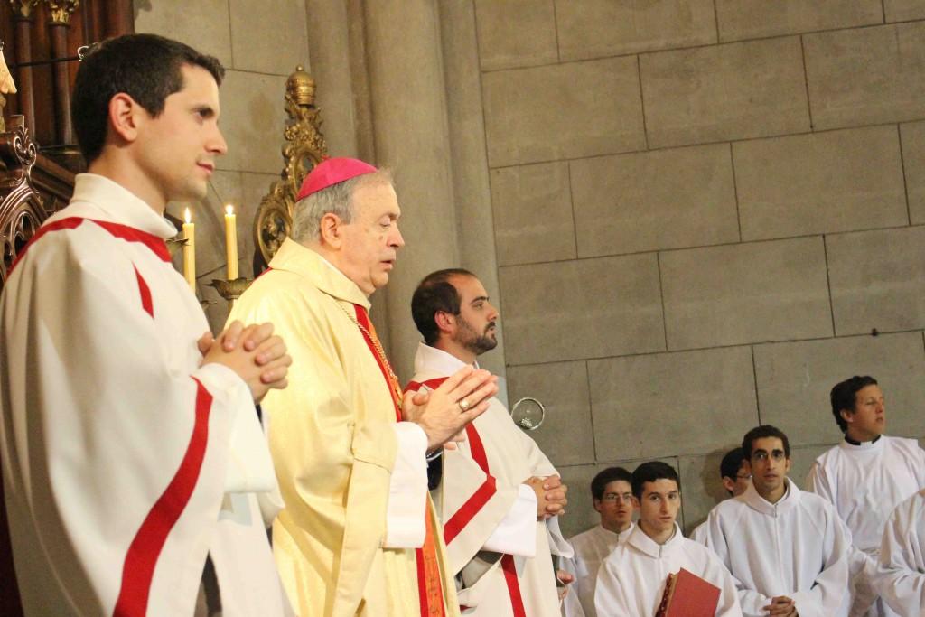 Diáonos junto al obispo