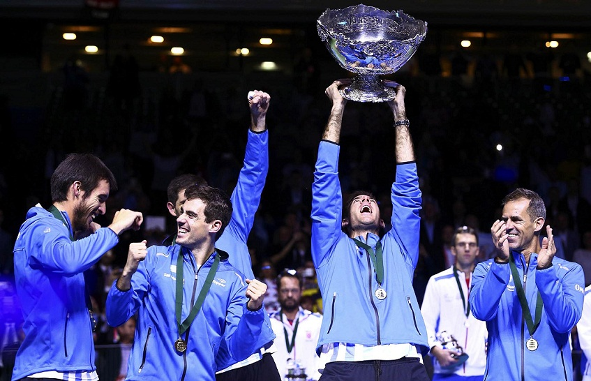 Tennis - Croatia v Argentina - Davis Cup Final - Arena Zagreb, Croatia - 27/11/16 Argentina's Juan Martin del Potro holds the trophy during the victory ceremony. REUTERS/Antonio Bronic