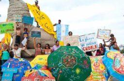 Convocan a sombrillada en defensa de las playas públicas