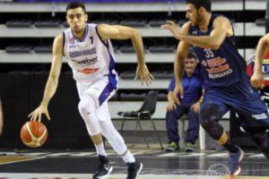 Peñarol de mal en peor: cayó con Bahía Basket en el Polideportivo