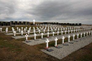 A 35 años de Malvinas, se busca identificar a 123 soldados caídos