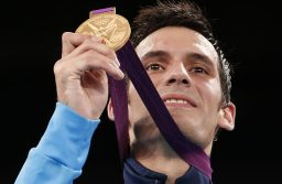 Gold medallist Argentina's Sebastian Eduardo Crismanich holds up his medal at the men's -80kg taekwondo victory ceremony during the London Olympic Games at the ExCeL venue August 10, 2012.      REUTERS/Kim Kyung-Hoon (BRITAIN  - Tags: SPORT OLYMPICS SPORT TAEKWONDO)