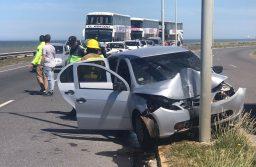 Ruta 11: cinco heridos tras colisionar un auto con una columna de alumbrado