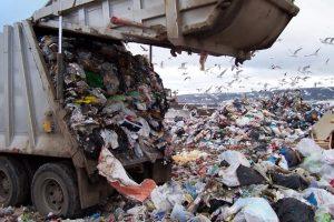 Indagarán a cientos de intendentes por el desvío de fondos para tratar residuos