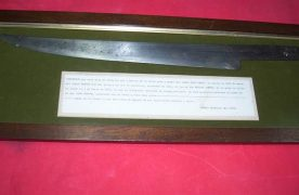 Cuchillo utilizado en la masacre, hallado manchado de sangre, en las proximidades del almacén de Don Juan Chapar.. Foto: Archivo / Museo Fuerte de la Independencia