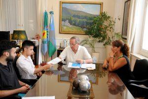 El municipio entregó un subsidio al CUT para el alquiler de la casa para estudiantes en La Plata