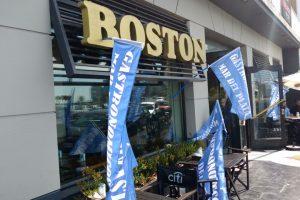 Despidos, deudas y locales tomados: la confitería Boston, al borde de cerrar