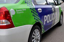 Detienen a dos jóvenes por agredir a policías que querían identificarlos