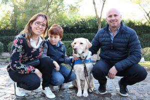 Zeus, el perro que ayudó a un chico con autismo a salir de su casa