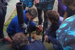 Estudiantes del Instituto Tavelli fabrican estufas y las donan a familias necesitadas