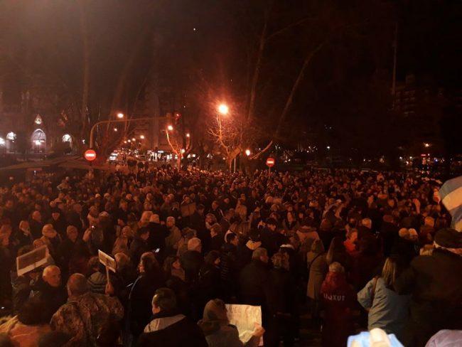 Importante manifestación pidiendo el desafuero de CFK y devolución de lo robado