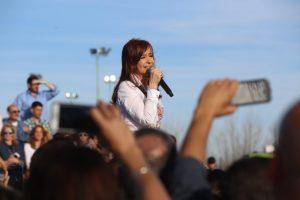 Cristina Kirchner fue procesada como jefa de una asociación ilícita que recaudaba coimas