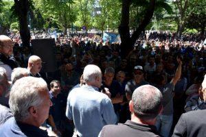 Municipales tensan el conflicto y levantan una carpa blanca frente al municipio