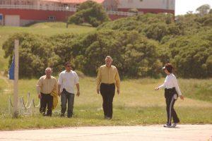 Cristina y Néstor Kirchner, junto a Daniel Muñoz y un custodio, en 2003 en Chapadmalal. Foto Fabián Gastiarena